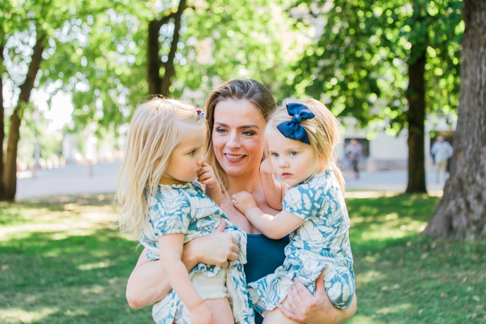 familiefotografering i Drammen, mor med tvillinger