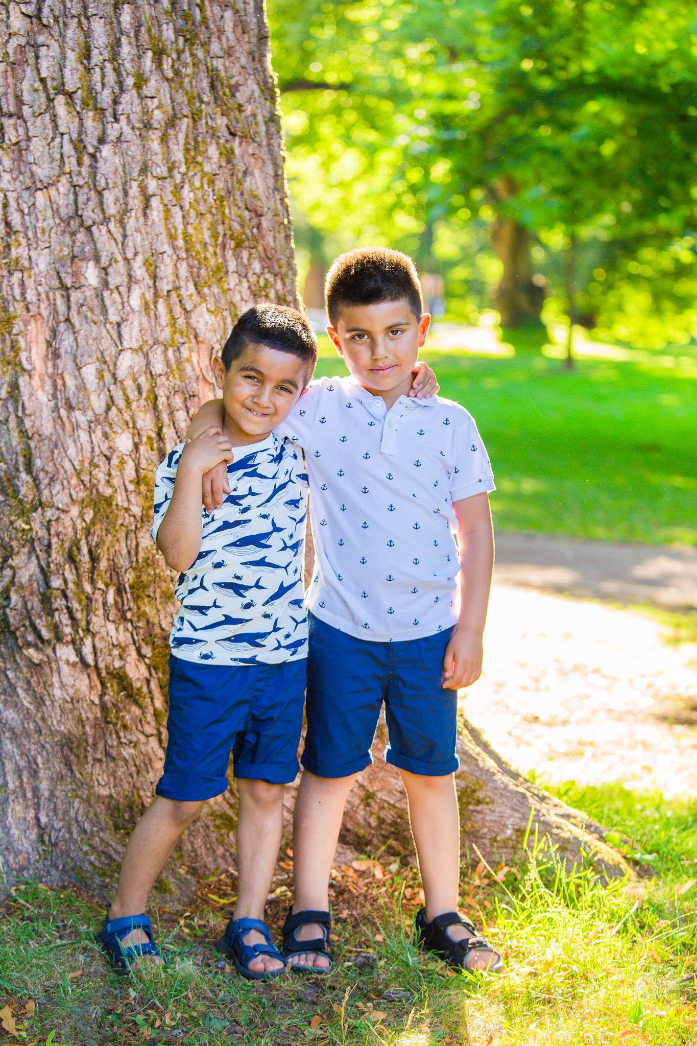 Familiefotografering, to brødre
