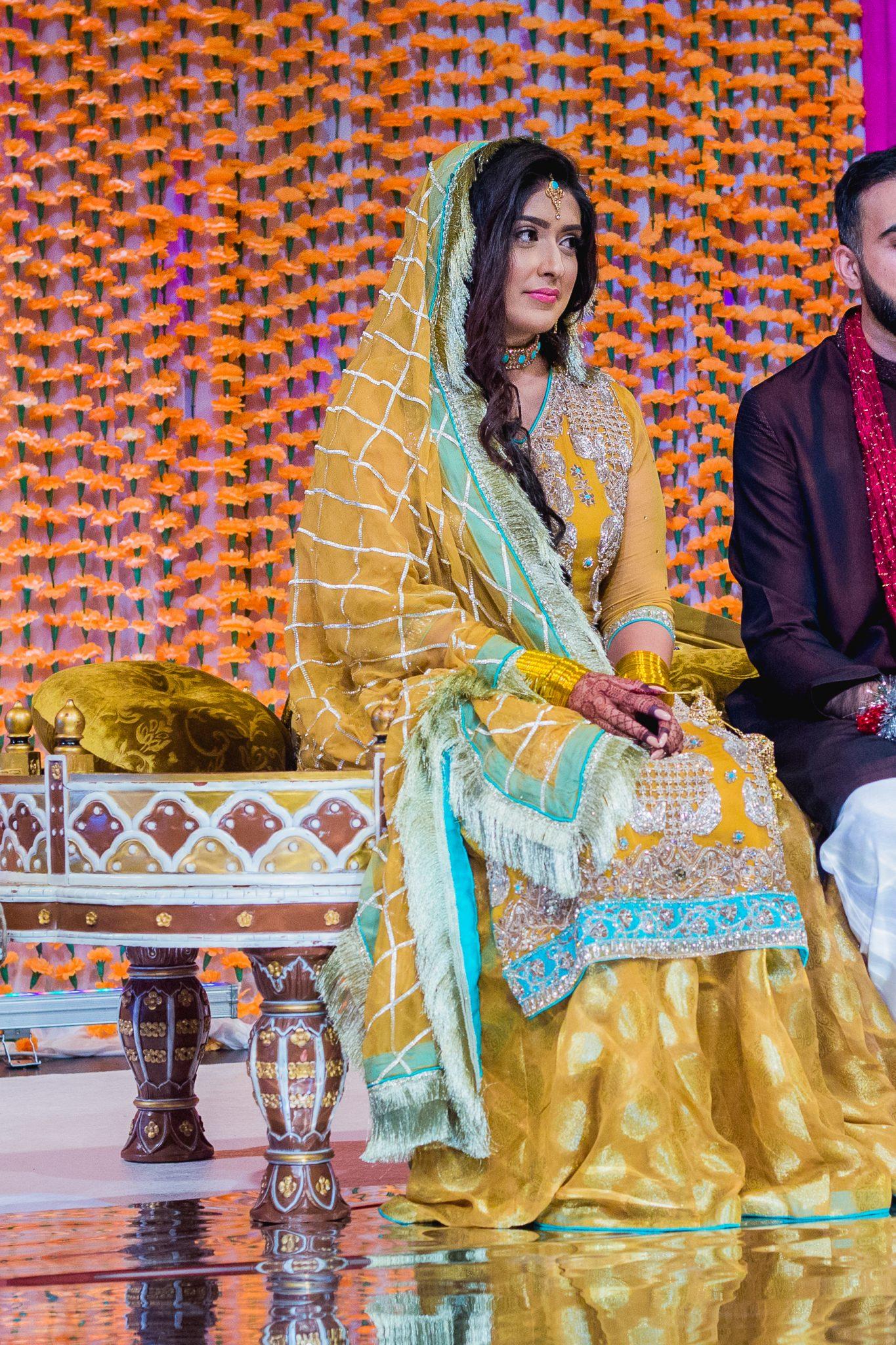 Mehndi-brud i et klassisk pakistansk bryllup