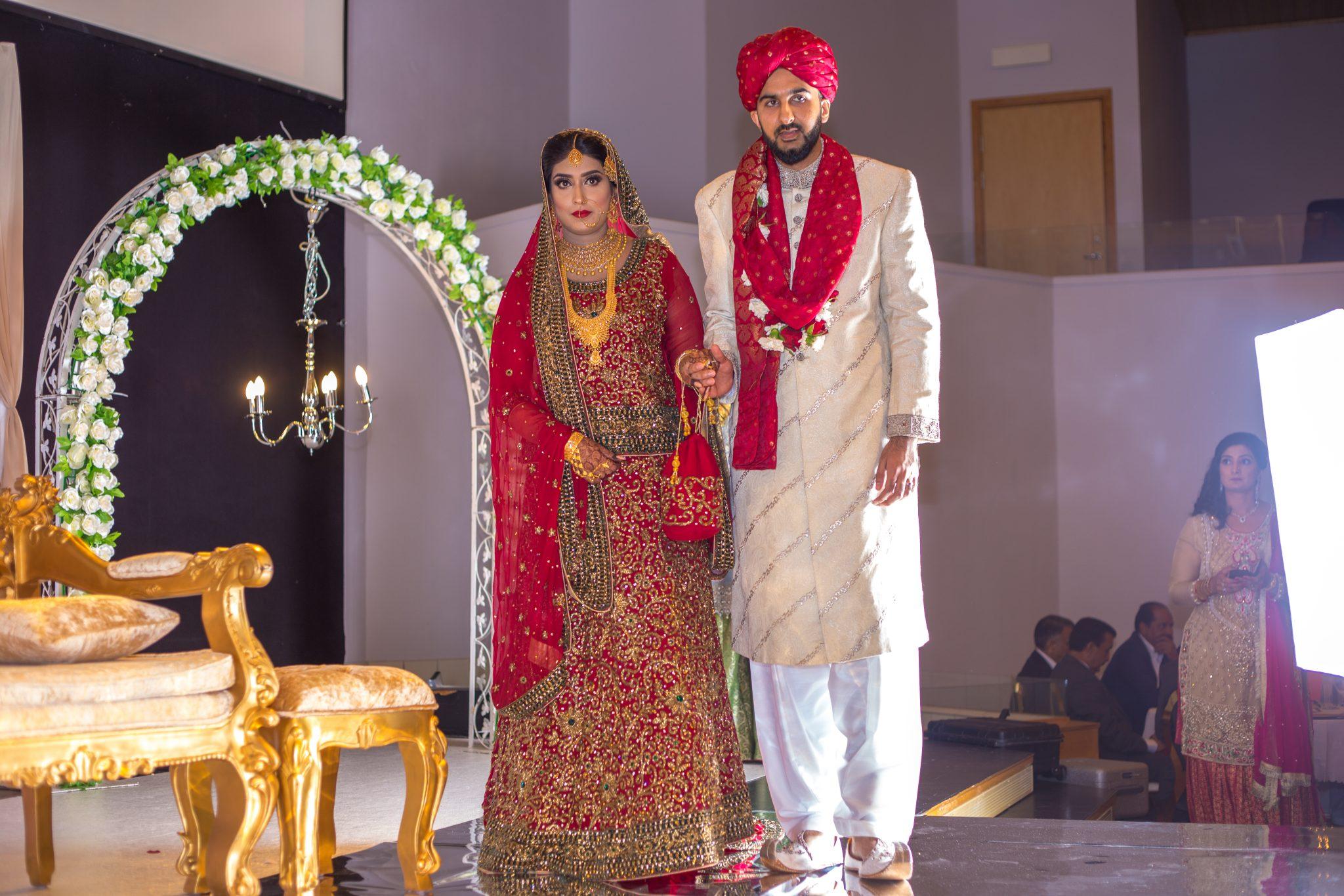 Bruden og brudgommen på deres Baraat